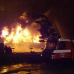 Brand eines mehrgeschossigen Gebäudes in voller Ausdehnung